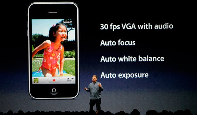 Philip Schiller, vicepresidente de Apple, explica las novedades del iPhone 3GS. | Reuters